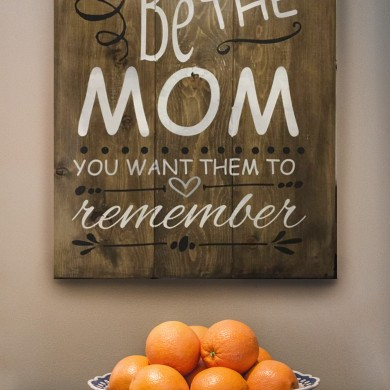 Be the Mom 18x24